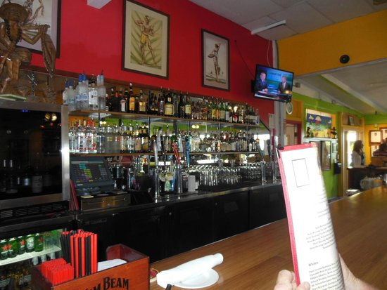Jackie Rey's Ohana Grill: Bar time again/real cold beers