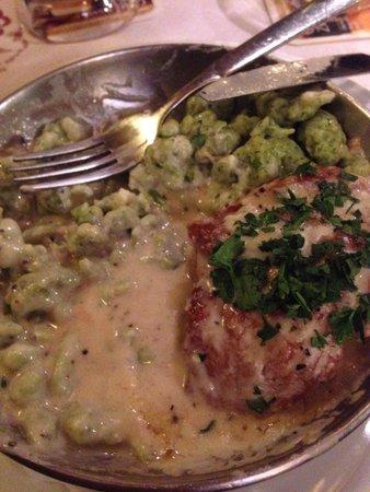 Pürstner: Medaglioni di maiale in salsa al gorgonzola con gnocchetti di spinaci.. Yummmm