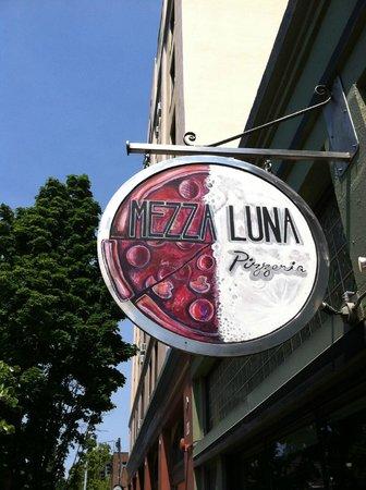 Mezza Luna Pizzeria: Mezza Luna