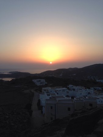 Lofos Village Hotel: View of the sunset from the church just above the resort