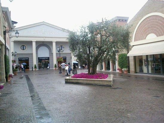 Castel Romano Designer Outlet: Interno