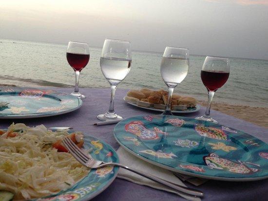 Memories Caribe Beach Resort: Italien resto on the beach