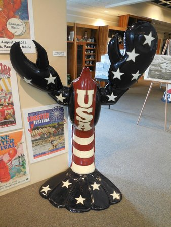 Maine Lighthouse Museum : Patriotic Lobster
