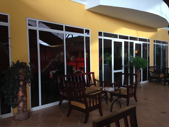 Memories Caribe Beach Resort: piano bar
