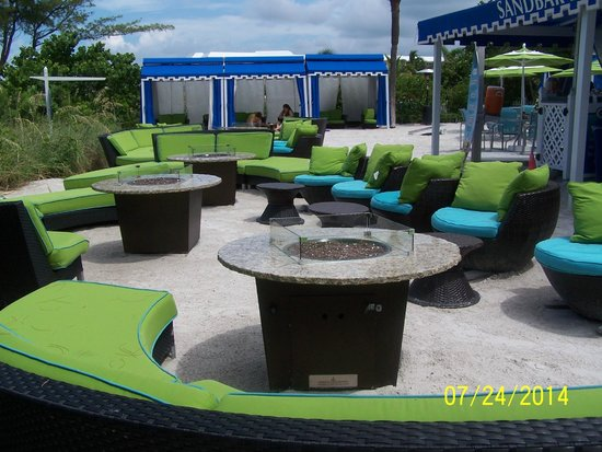 Guy Harvey Outpost, a TradeWinds Beach Resort: Fire pit located next to pool bar