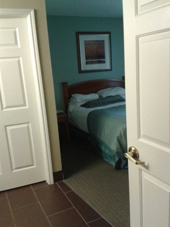 Staybridge Suites Ft. Lauderdale Plantation: One of the bedrooms in the 2 bedroom suite.