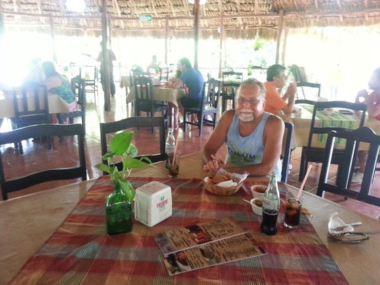 Cenote Zaci : Lunch in the scenic cafe