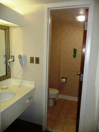 BEST WESTERN PLUS DC Hotel Largo FedEx Field : Bathroom