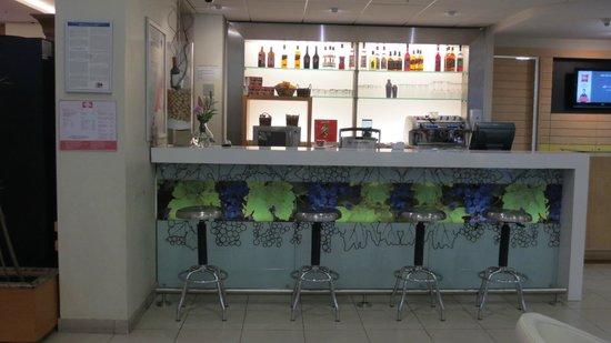 Ibis Santiago Providencia: bar erecepção
