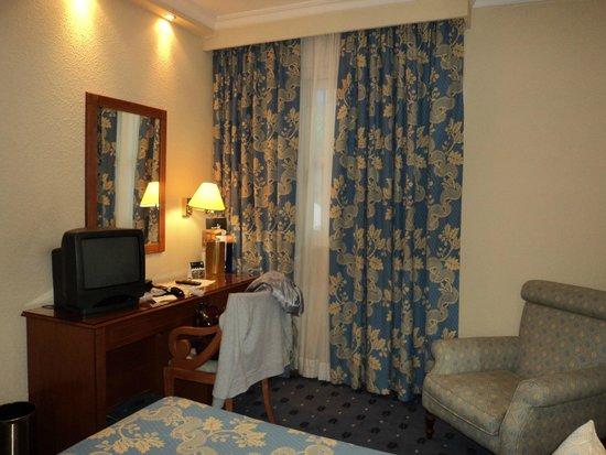 Hotel Sevilla Macarena : Habitación