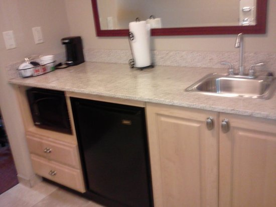 Hampton Inn and Suites Madison West: Kitchen Area