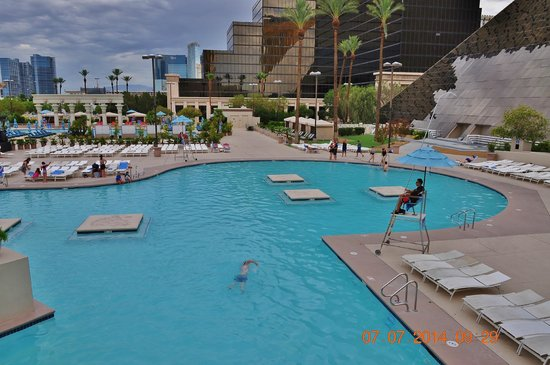 Swimming pool bild fr n luxor las vegas las vegas - Luxor hotel las vegas swimming pool ...