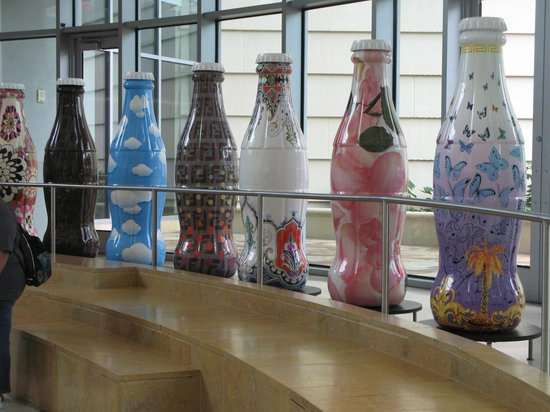World of Coca-Cola: Awesome decorated coke art