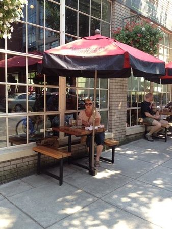 Deschutes Brewery: Sitting outside on a summer afternoon.