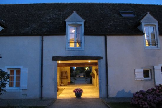 Hotel le Clos : Returning to the hotel at dusk