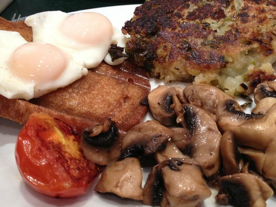 Maggie's Cafe & Restaurant: My favorite breakfast choices: Fried Slice, Bubble & Squeek, Mushrooms, Tomato, and 2 eggs over-