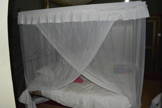 Kirurumu Tarangire Lodge: Cama con mosquitera