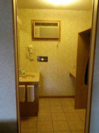 Americas Best Value Inn & Suites Lake George: sink