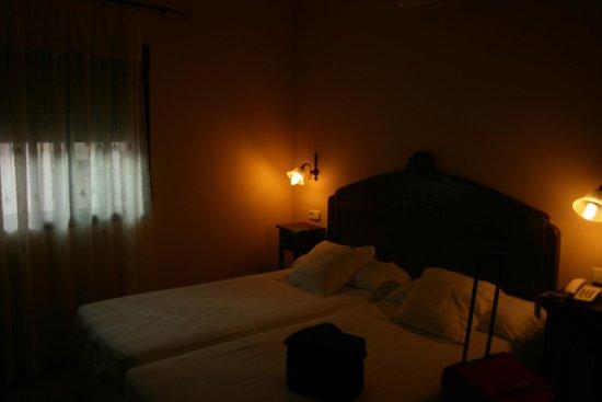 Hotel Don Carlos Caceres: Habitacion