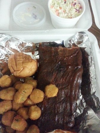 Marlowes Ribs and Restaurant: Ribs with fried okra and coleslaw