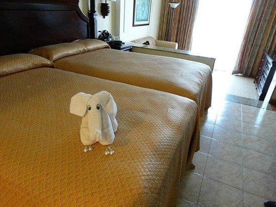 Hotel Riu Palace Riviera Maya: Habitación en vista perspectiva hacia balcón