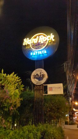 Hard Rock Hotel Pattaya: 夜。ネオン