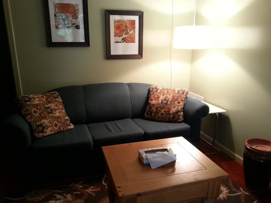 Summers Inn Ludington : Sitting area in room