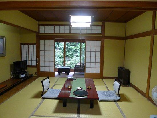 Yamamotoya : Main room looking onto garden room