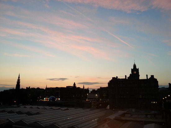 SANDEMANs NEW Edinburgh Tours : Preciosos cielos desde la old town