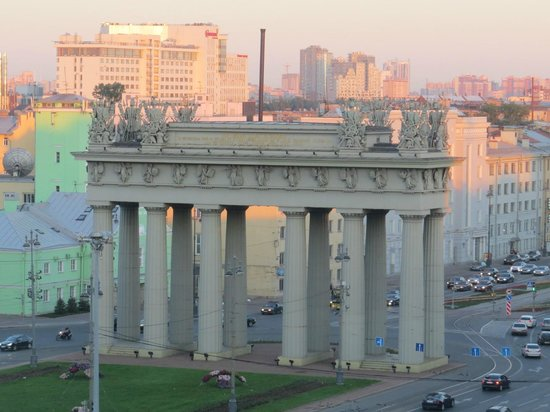 Holiday Inn St. Petersburg Moskovskiye Vorota: Moscow gate which gives hotel its name