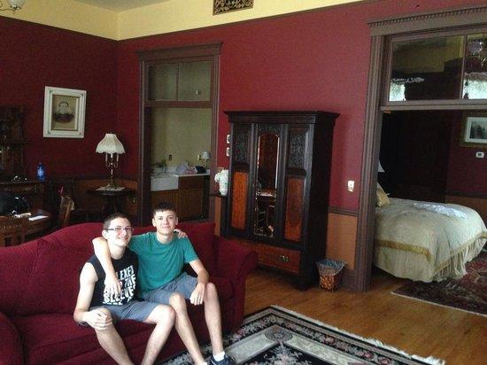 Martin Mason Hotel: My boys in the living room
