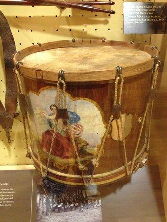Centro de Visitantes y Museo Gettisburg: Field Drum on display in visitor's Center Museum