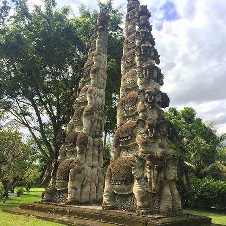 The Chedi Club Tanah Gajah, Ubud, Bali – a GHM hotel: Elephant carvings