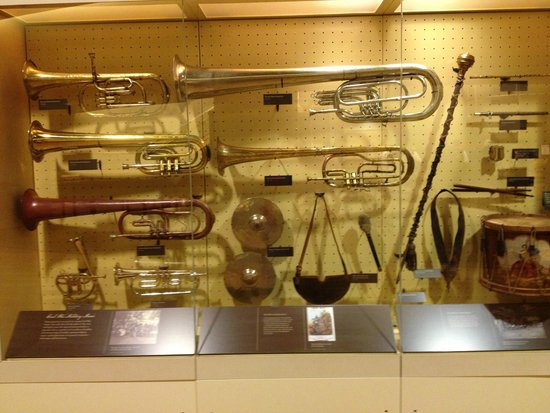 Centro de Visitantes y Museo Gettisburg: Brass band instruments on display in visitors Center