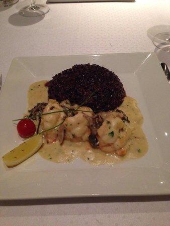 Lo Restaurante: Lagosta grelhada ao molho 3 cogumelos com arroz negro. Excelente!