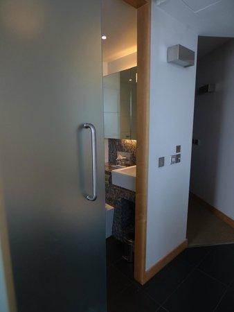 Park Plaza County Hall London : bathroom door