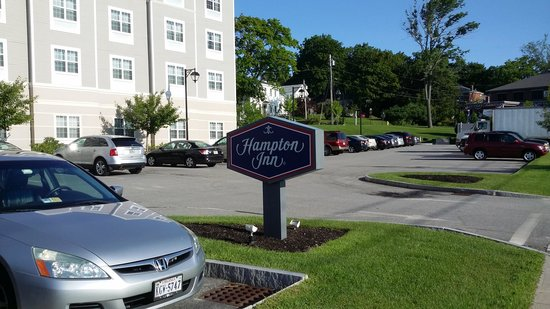 Hampton Inn Bath Brunswick: La entrada
