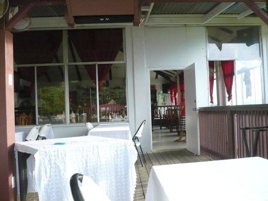 Cupid's Restaurant and Bar: Spacious restaurant