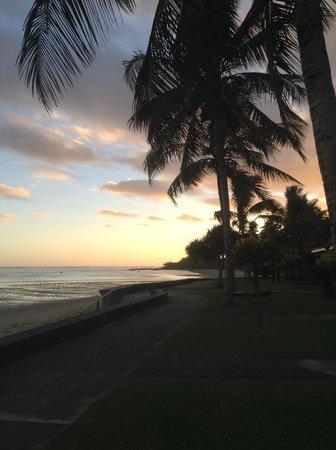 Fiji Hideaway Resort & Spa: Sunset on the beach