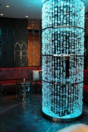 W Minneapolis - The Foshay: Bar lobby