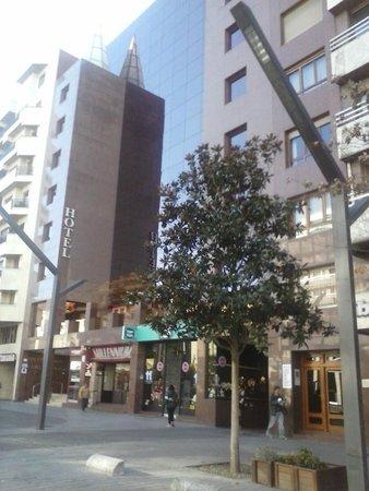 Mercure Carlton Rioja: La cafetería se halla contigua al hotel.