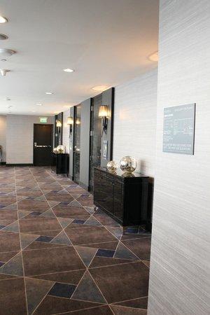 W Minneapolis - The Foshay: Hotel hallways