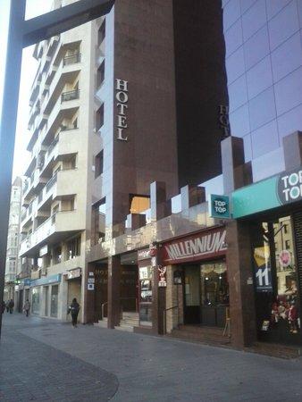 Mercure Carlton Rioja: El hotel se encuentra en una zona moderna y comercial.