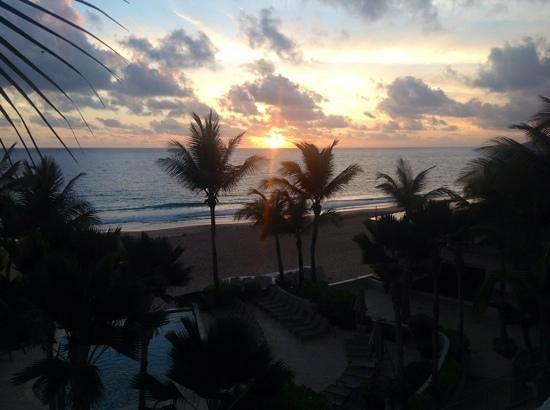 La Concha Renaissance San Juan Resort: morning at La Concha