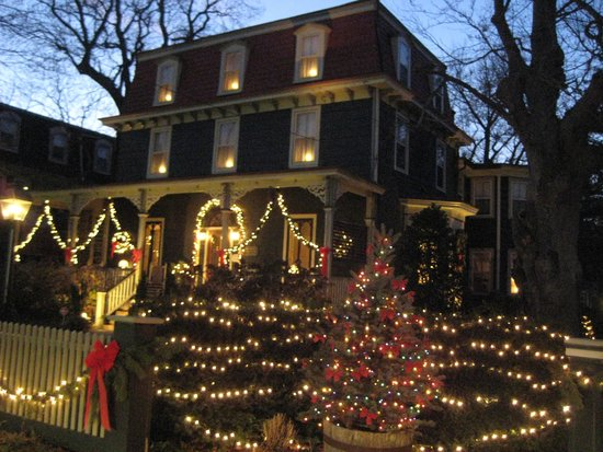 Thomas Webster House : Holiday Decorations for Candlelight Tour