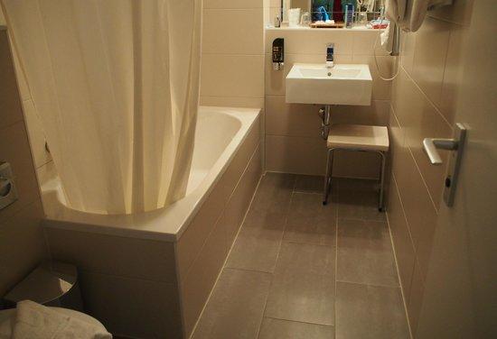 Astor Hotel: ванная комната