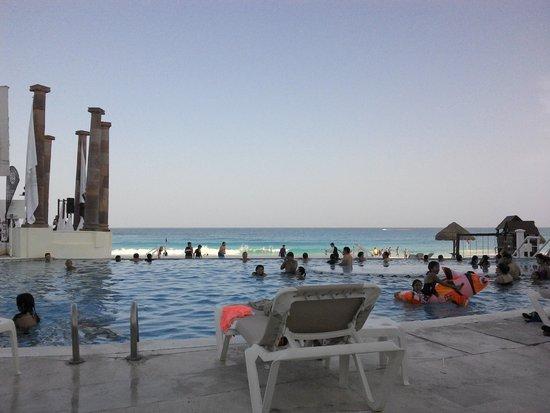 Krystal Cancun: Zona de la alberca.