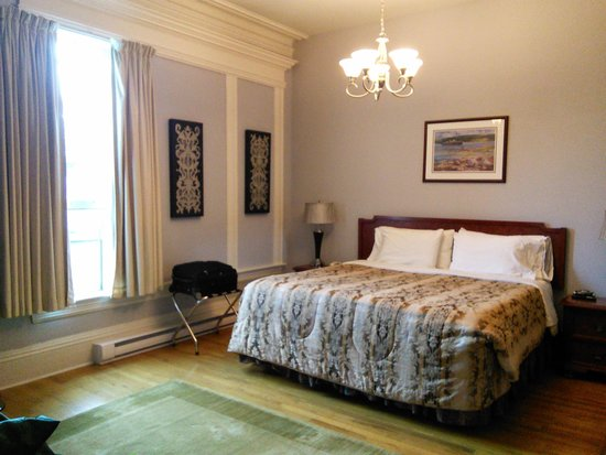 Cabot House: Room 3