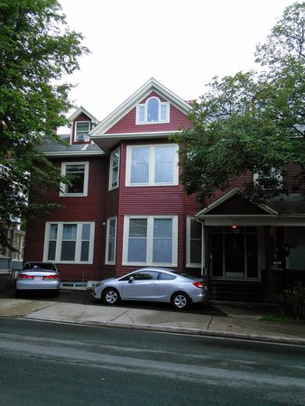 Cabot House: Exterior