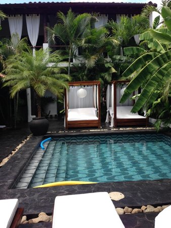 Tribal Hotel : Pool and Lounging Beds